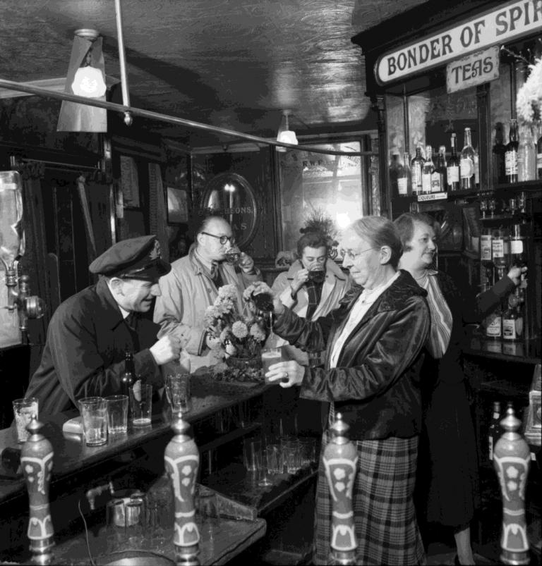 Brighton pub interior 1944